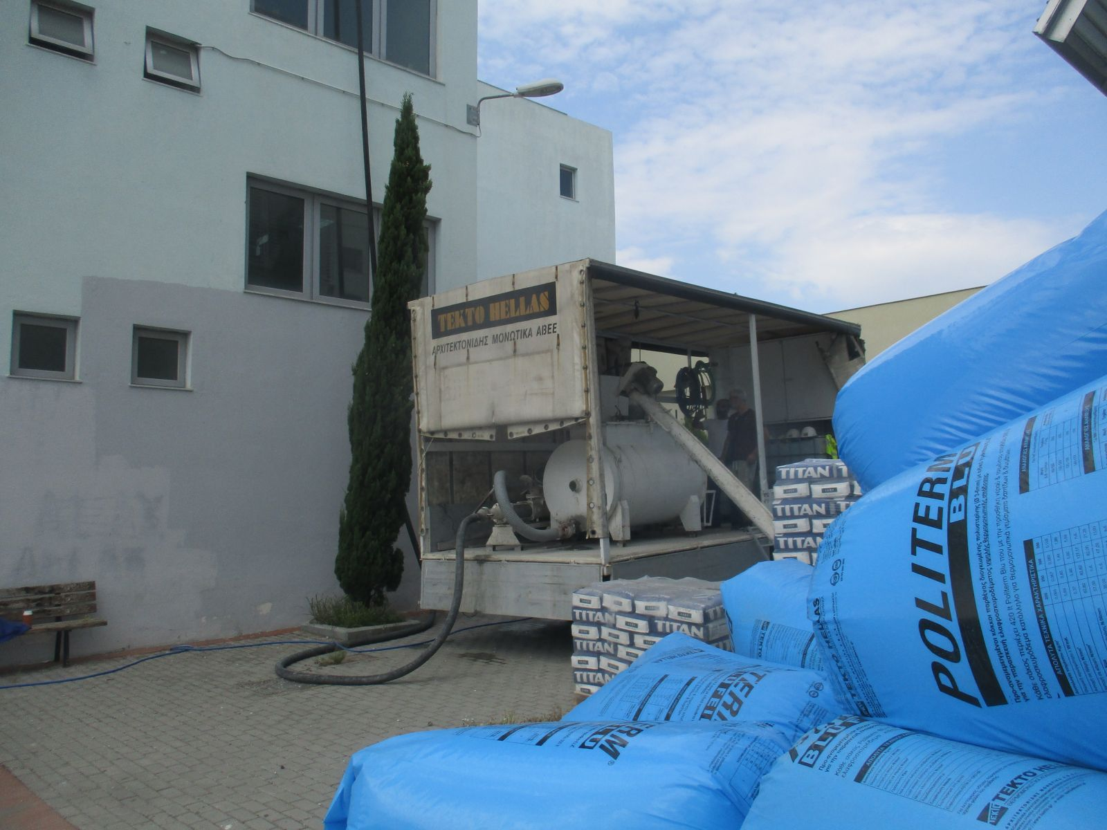 Thermal & water insulation on roof with Politerm Blu at EPAL Stavroupolis school complex in Thessaloniki