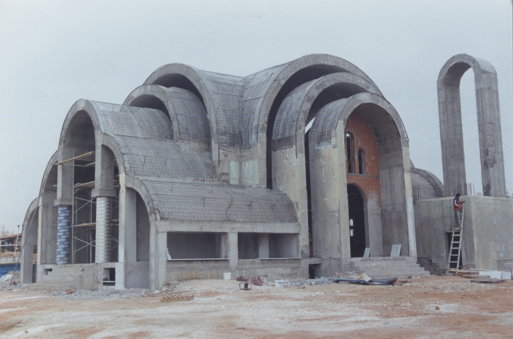 Θερμομόνωση τρούλου εκκλησίας στην Λαρισα με το Politerm Blu. Συνολικά 250 κυβικά