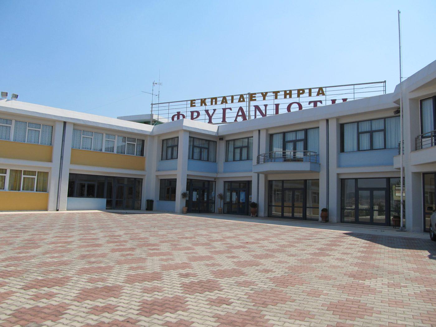 Θερμομόνωση δώματος στα εκπαιδευτήρια Φρυγανιώτη στην Θεσσαλονίκη με το Politerm Blu σε επιφάνεια 1.000sqm