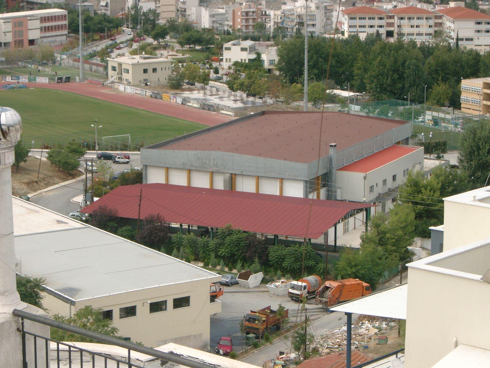 Θερμομόνωση με το Politerm Blu σε μεταλλική στέγη στο κλειστό γυμναστήριο Νεάπολης στη Θεσσαλονίκη επιφάνειας 1.400sqm