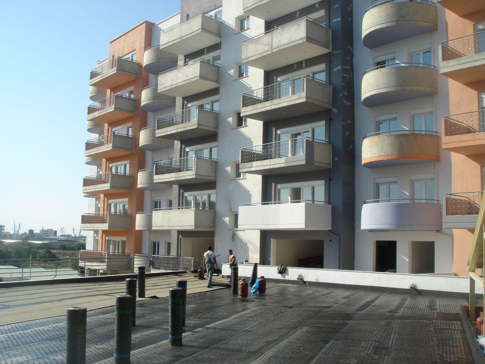 Θερμομόνωση βατού δώματος με Politerm Blu σε συκγρότημα κατοικιών στην Θεσσαλονίκη επιφάνειας 1.000sqm