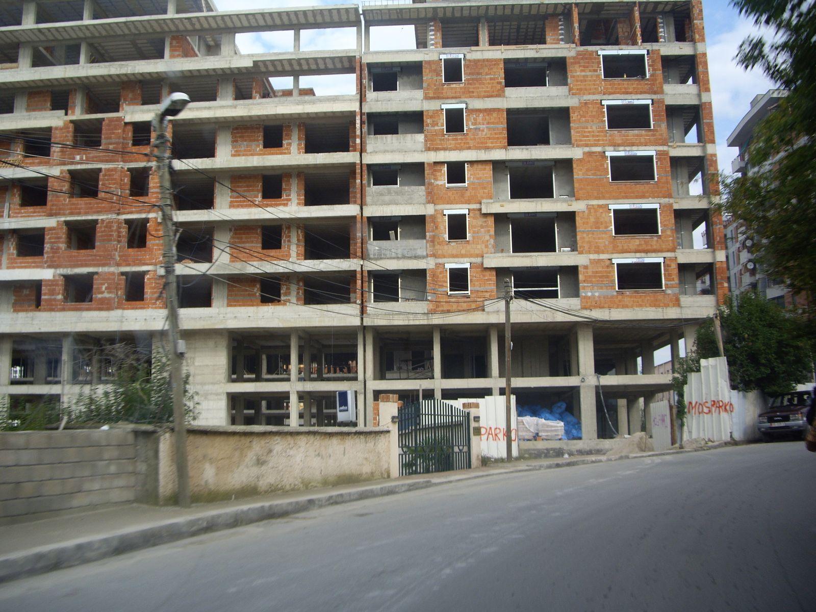 Θερμομόνωση δώματος με Politerm Blu & θερμομονωτικά δάπεδα τελικής στρώσης με Politerm Blu Fein στα Τίρανα-Αλβανία