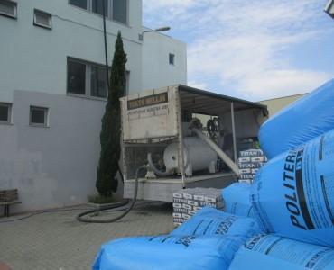 Κινητή μονάδα παρασκευής θερμομονωτικού κονιάματος Politerm Blu επί τω έργο
