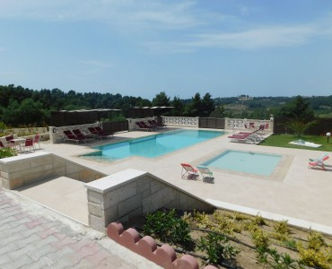 Υγρομόνωση πισίνας στην Σίβηρη Χαλκιδικής στο συγκρότημα εξοχικών κατοικιών Aracelia Casas de verano